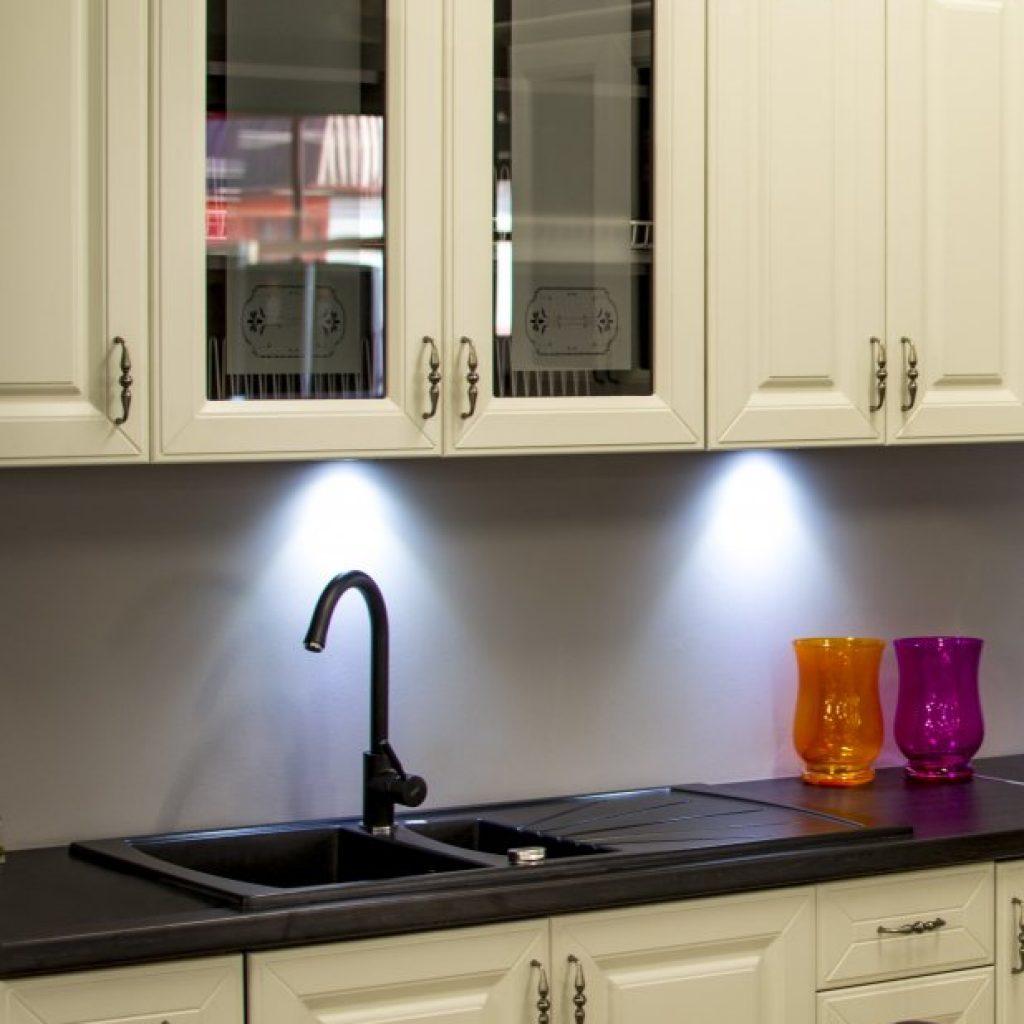Установить кран смеситель в кухне