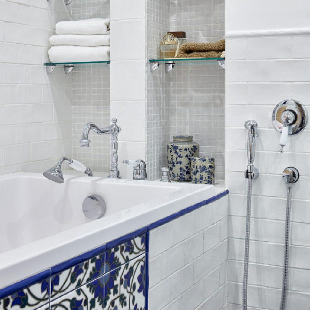 Установка смесителей для воды в ванной и умывальнике